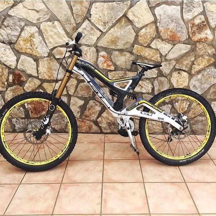 💥💥For Sale 1300€💥💥 @ollieballyn99 GT Fury 2013 World Cup carbon  Mavic 832 wheelset  Fox dhx4 shock Fox 40 kashima forks  Formula the one brakes  Size L . #downhill#gt#fox#mavic#foxmtb#formula#awesome#bike#forselll