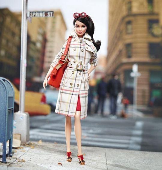 Coach, Barbie'yi baştan yarattı! Coach, Barbie için sadece çanta değil; trençkotundan eteğine, gözlüğünden aksesuarlarına kadar her şeyin replikası üretildi. Daha fazlası için Markafoni Blog'a göz atın ;) #barbie #markafoni #fashion #style #stylish #bestoftheday #coach #design #designer #like #fun #accessories #accessoriesoftheday #instafashion #bags #shoes #blog
