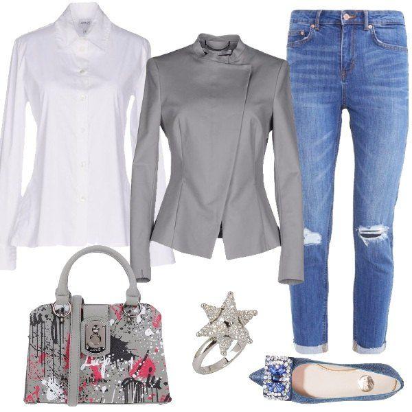 Un look che unisce lo stile bon ton al trendy, abbinando in questo caso jeans a a sigaretta, 7/8, con strappi, camicia bianca in popeline, giacca di colore grigio, meravigliose ballerine denim con pietre e nastro, borsa a mano in fantasia multicolore e anello con Swarovski. Un look davvero fashion da indossare anche con una leggera mantella nelle giornate un po' più fredde.