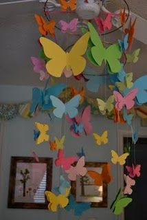 Easy DIY butterfly mobile for the girls shared heather bailey pop garden bedroom: Diy Butterflies, Gardens Bedrooms, Girls Shared, Girls Bedroom, Pop Gardens, Easy Diy, Heather Baileys, Girls Rooms, Butterflies Mobiles