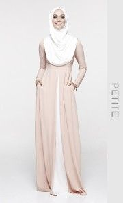 (Petite) Yasmeen Dress in Flesh and Off White