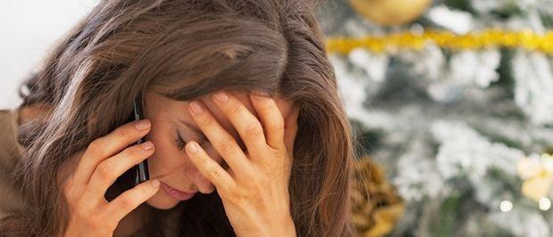 Τι είναι η «κατάθλιψη των εορτών»;  Συχνά ακούμε στην τηλεόραση και διαβάζουμε στα περιοδικά για την «κατάθλιψη των εορτών». Αλήθεια μπορεί η κατάθλιψη να υπάρχει σε αυτήν την χρονική περίοδο των εορτών όπου όλα φαίνονται να είναι τόσο χαρούμενα, στολισμένα και «ζεστά»; Πώς είναι δυνατόν μέσα σε αυτό το όμορφο κλίμα να μπορούν να δημιουργηθούν συναισθήματα στεναχώριας και απογοήτευσης;  #ygeia , #greece , #thessaloniki, #eyclub , www.eyclub.gr