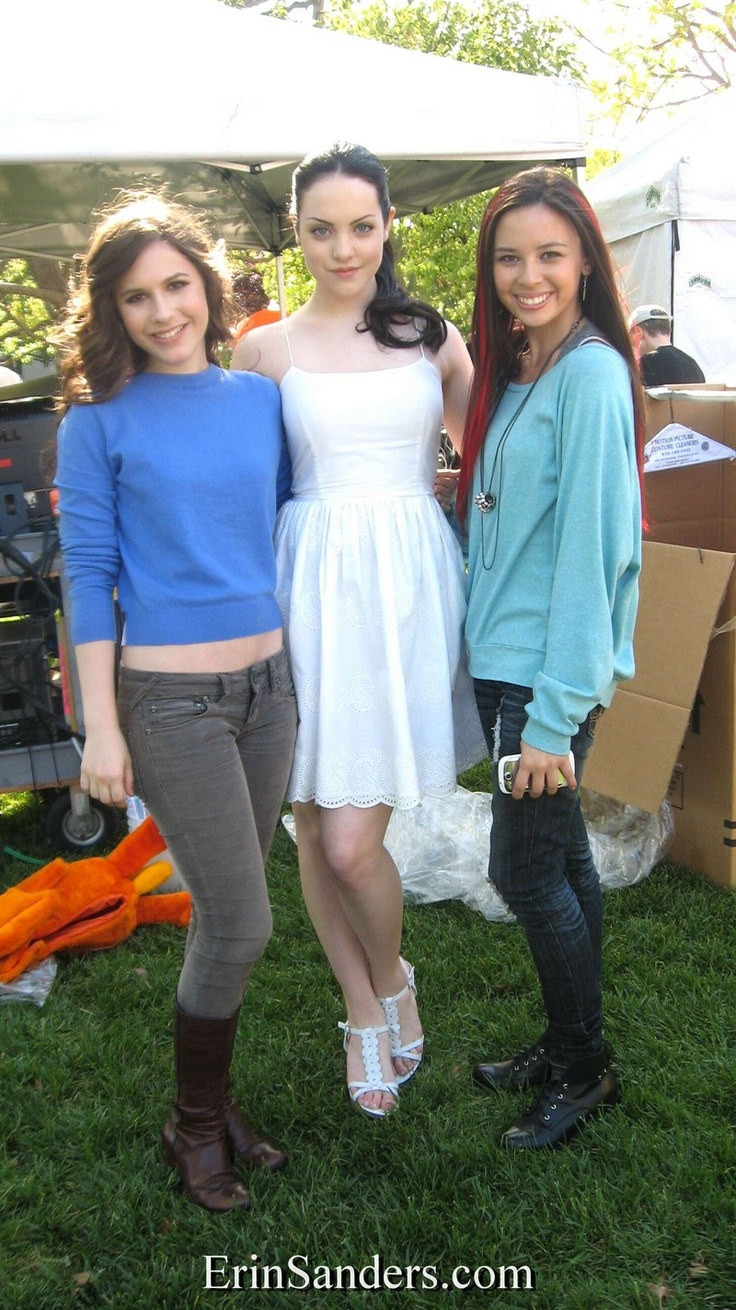 Erin Sanders with Elizabeth Gillies - On Set of Big Time Rush