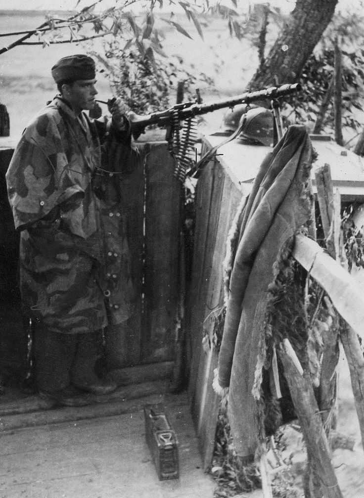 A German MG-34 gunner, of the Luftwaffe, smokes a pipe at his lookout post. Russia, 1941.