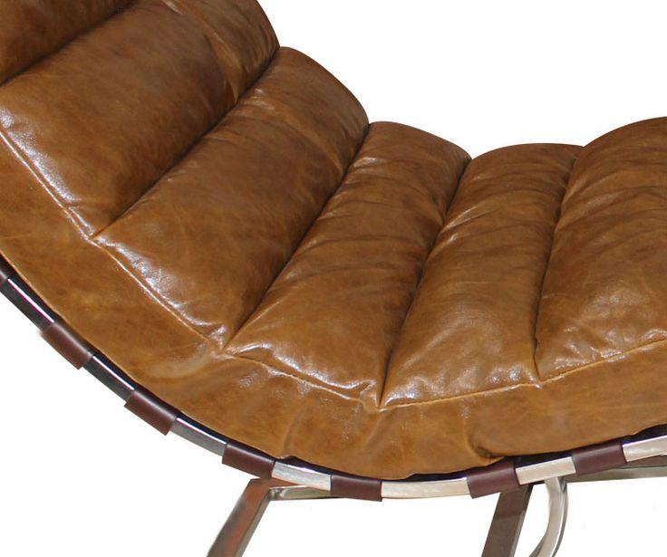Кожаная обивка поверх металлического каркаса у кресла коричневого цвета