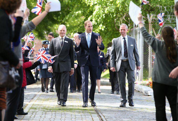 Pin for Later: Prinz William trinkt auf Arbeit