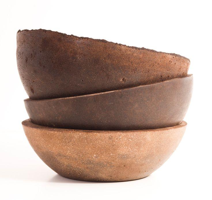 Decafe è un nuovo materiale brevettato ottenuto dalla lavorazione dei fondi di caffè. Raul Lauri Pla è un giovane designer spagnolo che ha incentrato la sua ricerca sul recupero creativo di materiali che appartengono alla cultura contemporanea.