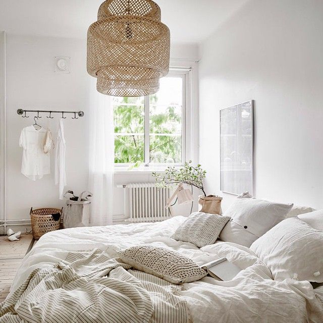 You need to take a look at this beautifully styled apartment that is up for sale at @femtiofemkvadrat Amazing details and a fantastic light! #apartmentforsale #inspo #interior #inredning #inredningsinspiration #bedroom #sovrum #sinnerlig #nordicstyle #style