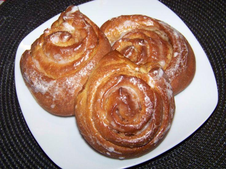 Des escargots briochés pour le petit déjeuner ça vous tente ? Escargots briochés à la cannelle. Pâte : 55g de beurre - 1 oeuf - 10cl de lait - 25g de sucre - 260g de farine - 2càc de levure de boulanger déshydratée. Cannelle - 2càs de sucre - 50g de beurre....