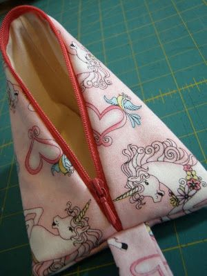 Sew Little Fabric by Paula Storm: Humbug Bag - Another way to insert a Zipper tutorial