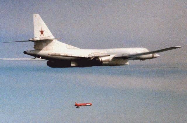 Tu-160 menembakkan missile KH-55SM