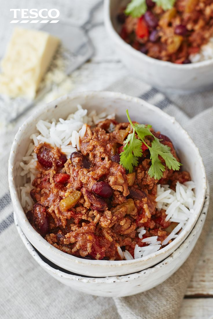 Cook up our easy homemade chilli recipe for a simple Mexican feast. Whatever the weather, pile up this spicy chilli con carne with hearty rice for supper or serve with nachos for sharing. | Tesco