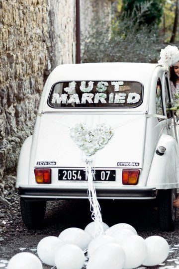 """just married"" car, paper flowers / via Marie Claire Maison #78 (France) / Camille Soulayrol, Anne Ventura , Virginie Rousset #wedding #transport"