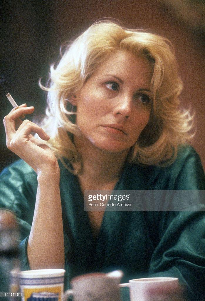 American actress Linda Kozlowski on the set of his new film 'Crocodile Dundee…