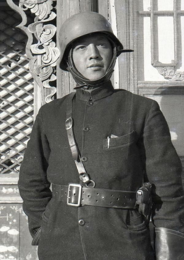 Fang Dazeng 方大曾 (1912-1937), famous Chinese war photographer in the late 1930s, Republic of China