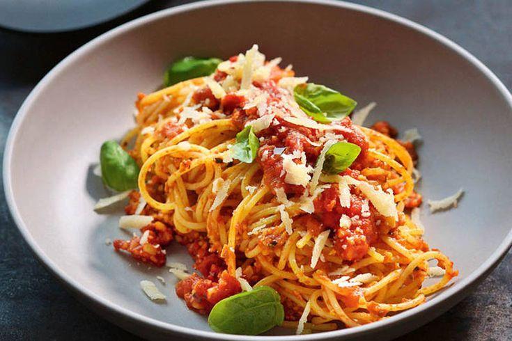 Das Rezept für Spaghetti Soja-Bolognese mit allen nötigen Zutaten und der einfachsten Zubereitung - gesund kochen mit FIT FOR FUN