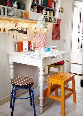 Tiny cute kitchen table in Rie Elise Larsens home