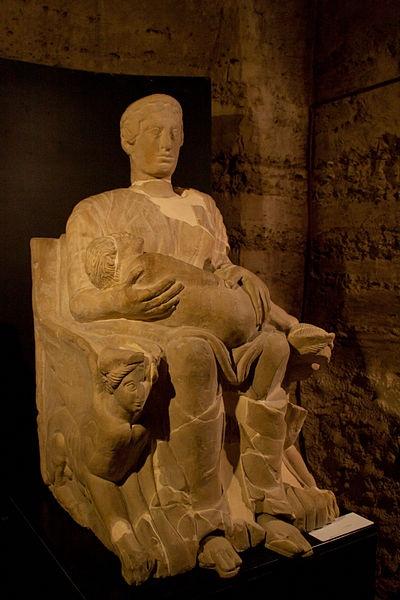 Scultura etrusca denominata Mater Matuta conservata presso il Museo Archeologico delle Acque di Chianciano Terme