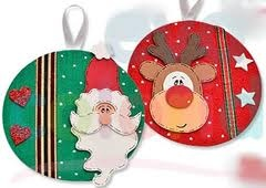 Enfeites de Natal feitos com feltro e CDs