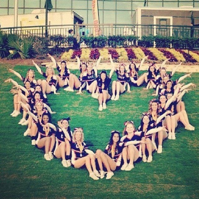 ♥✤♥ We Heart Cheerleading! ♥✤♥ Feel the love!  A very distinctive cheer portrait pose.