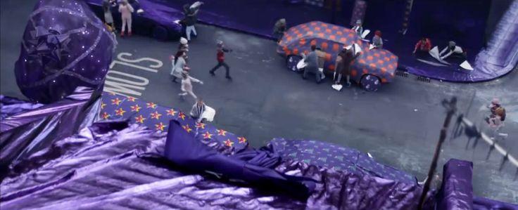 Cadbury envuelve toda una ciudad en papel de regalo