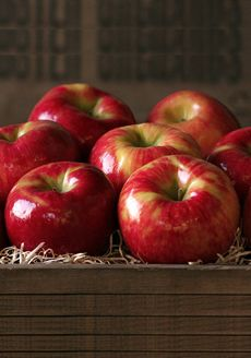 From The Nibble, this tutorial shares how to remove the waxy residue from apples so that you and your family can enjoy the healthy benefits of this tasty fruit!