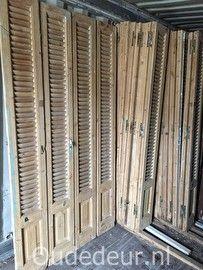 Louvre deuren en shutters, mooi als decoratie in huis of in de tuin. Maar louvre deuren worden ook veel gebruikt als kastenwand of als set deuren.