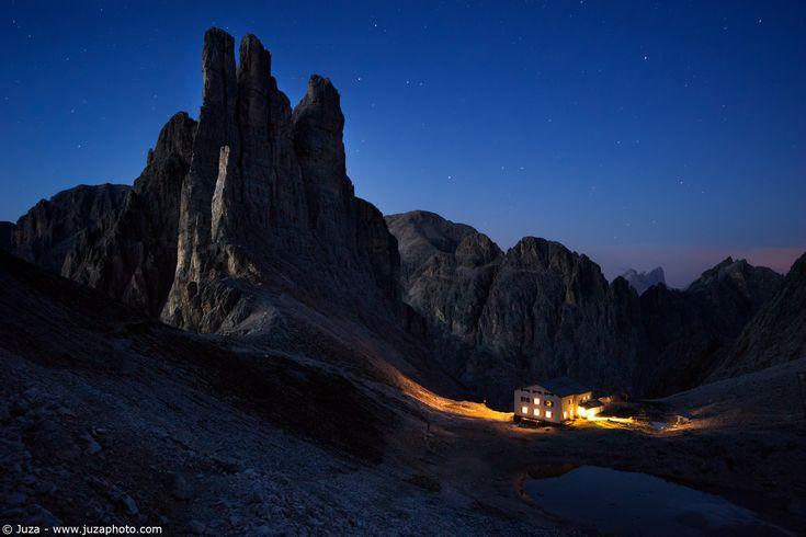 Torri del Vajolet in notturna - Foto scattata con α5100 e SEL1018  Sito Web: www.juzaphoto.com