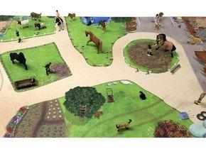 Bauernhof Spielmatte / Spielteppich. Fantastische Spielwelt für Schleich, Papo, Bullyland, Playmobil, Lego, Siku, Britains, Weise-Toys, Wiking etc.