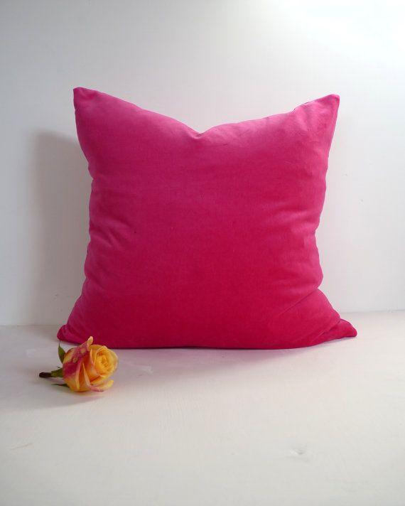 funda de almohada de terciopelo rosa Cerise / por LiveLoveSmile