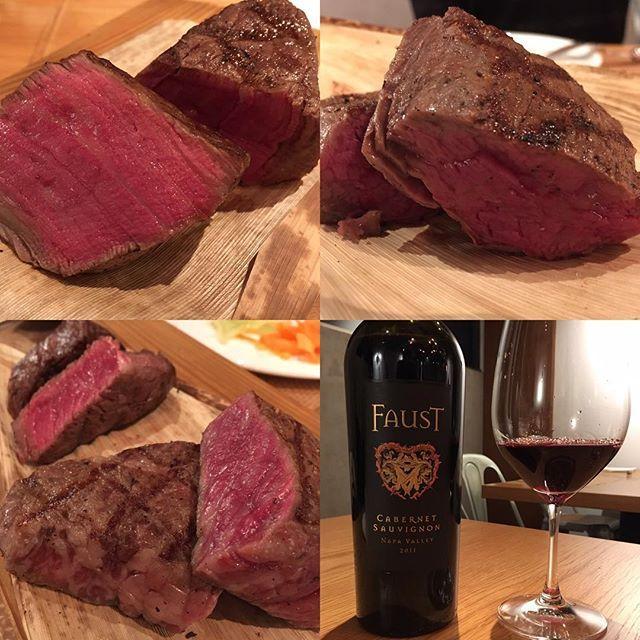 こちら焼き具合もええ感じです♪😊。ワインはナパのファウストを持ち込んでみました😊、力あって熟成肉にもバッチリでしたー👍 . #肉 #和牛 #wagyu #熟成肉 #ワイン #赤ワイン #ナパバレー #ファウスト #茗荷谷 #食べ歩き #飲み歩き . #やっぱナパのカベソーは肉に合う😊 #抜栓したてはキツイけど #どんどん深みが出てきます😋 #熟成肉と赤ワインの天国の組み合わせ😊 #肉汁が口の中にじゅわ〜♪ #そこにワインの味と香りが押し寄せる〜♪ #あーもうたまりまへん😁 .