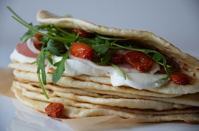 Kublanka vaří doma - Piadina Romagnola s pečenými rajčaty