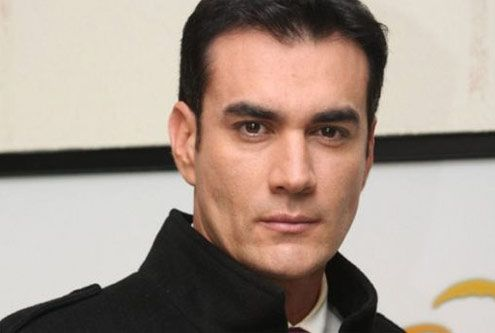 Causa furor David Zepeda en carrera de princesas