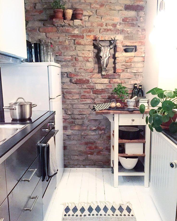 """""""Regnrusk utanför fönstret, stänger in mig i köket, tänder ljus och lagar middag.  #industrikök #industri #köksinspiration #tegelvägg #inredningochdesign1…"""""""