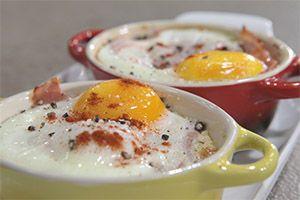 Αυγά φούρνου με τυρί, προσούτο και ψωμί....