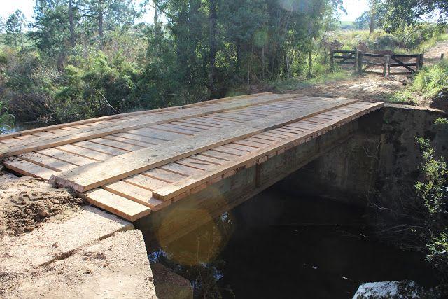Prefeitura de Porto Amazonas reconstrói ponte em área rural