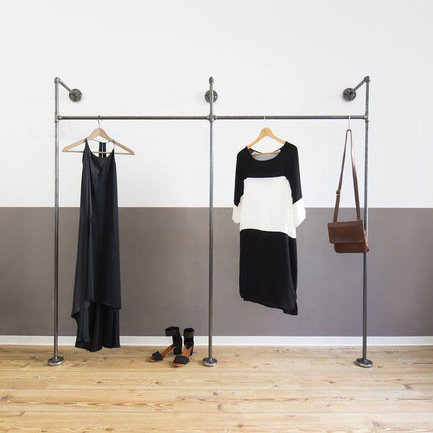 Lovely Aus Stahlrohr liebevoll handgefertigter doppelter Kleiderst nder bzw Ger st f r offenen Kleiderschrank mit oberer Regal