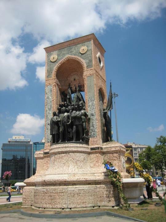 Taksim Square,Taksim Cumhuriyet Anıtı (Taksim Republic Memorial) - İstanbul