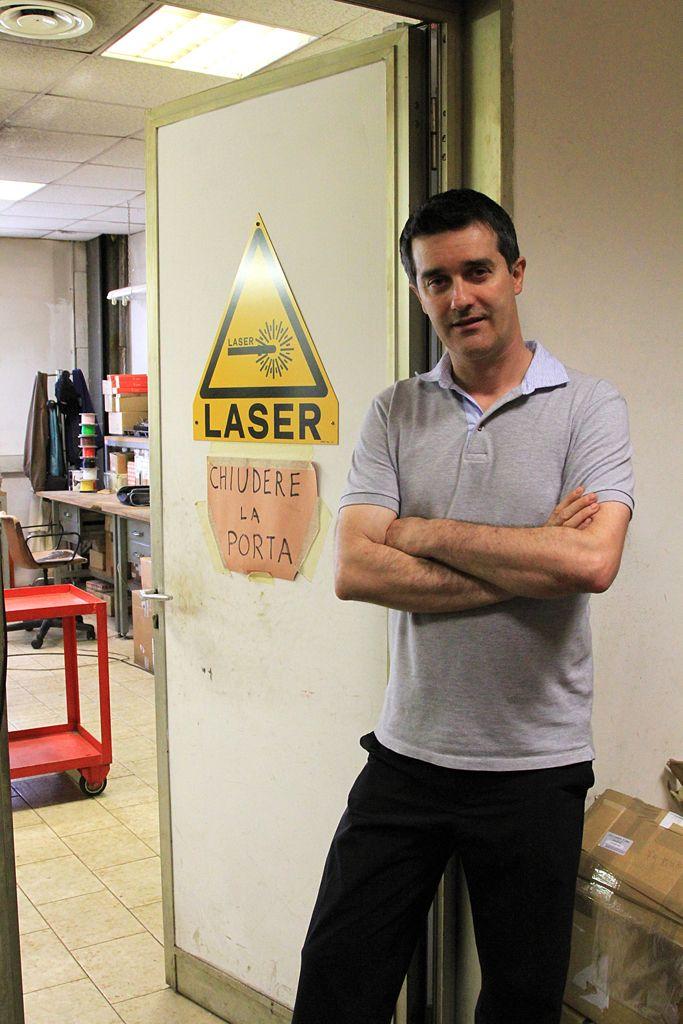 Celestino: elettronica impianti laser  Governare la stanza dei bottoni (e dei cavi, e dei saldatori, e dei laser e dei misuratori...) / Govern the control room (and cables, and welding, and laser and...)