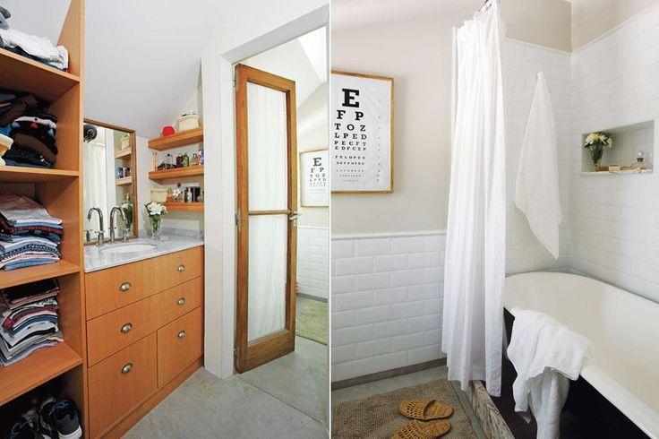 Una puerta rescatada durante la obra –igual que la bañadera con patas– da paso al vestidor con muebles diseñados por los dueños (AIB Estudio), mesada de mármol y bacha 'Congreso' (Ferrum).  /Daniel Karp