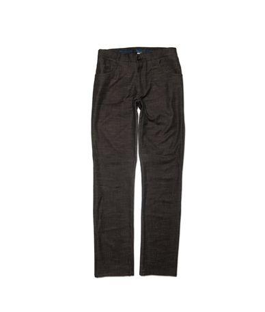 Ανδρικό παντελόνι σε στενή γραμμή 100% βαμβακερό από λεπτό ύφασμα για casual εμφανίσεις.Το παντελόνι έχει 2 τσέπες μπροστά σε κλασσική γραμμή. Συνδυάστε το με πουκάμισα μονόχρωμα ή καρό για ιδίατερες εμφανίσεις.