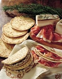 Piadina romagnola #italianfood #ferrarini tast it with our http://www.ferrarinishop.it/