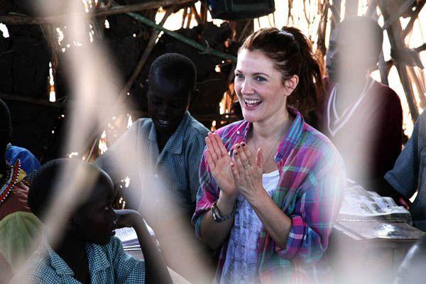 WFP Ambassador Drew Barrymore in Kenya (12 August 2011, Photo: WFP/David Orr)