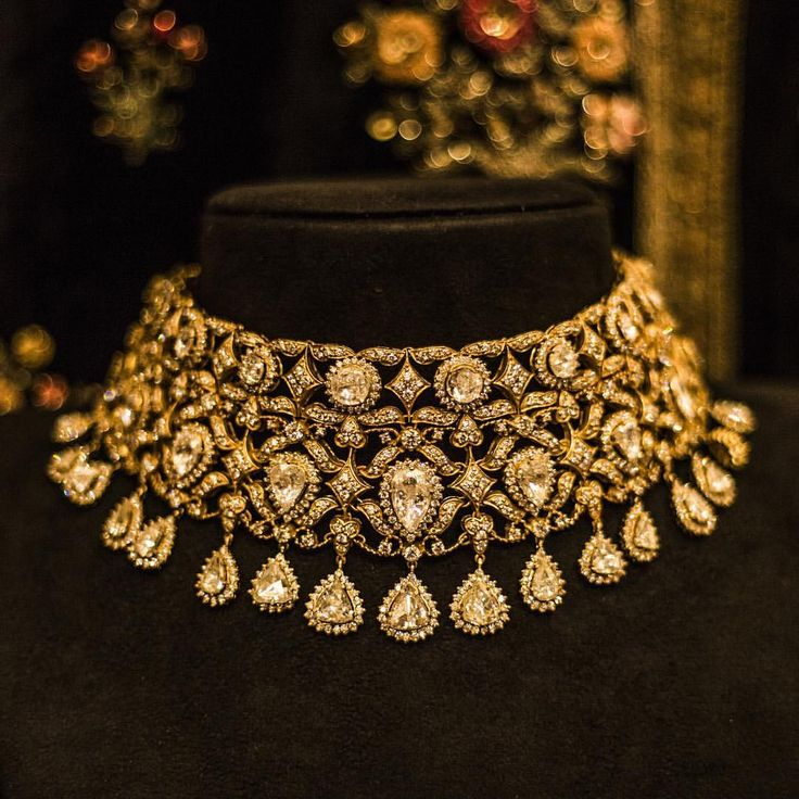 #TheGauharJaanChoker #RoseCutDiamonds #FineCutDiamonds #KishandasForSabyasachi @kishandasjewellery at the #VogueWeddingShow @vogueindia #Sabyasachi #Jewellery #HandCraftedInIndia #TheWorldOfSabyasachi #NewDelhi @sabyasachiofficial