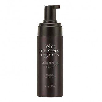 Volumizing Foam Volumizing Foam von John Masters ist ein organischer Haarschaum, der Ihr Haar voluminös erscheinen lässt und ihm dauerhaften Halt schenkt. Das Produkt überzeugt durch seine aerosol-freie Formel und seine natürlichen Inhaltsstoffe. Ihr Haar bekommt Glanz und Stärke. Das Produkt eignet sich für jeden Haartyp, insbesondere chemisch behandeltes Haar wird optimal gepflegt