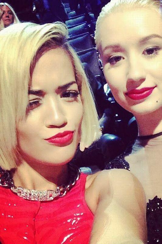 selfie lovers: Rita Ora Slfie