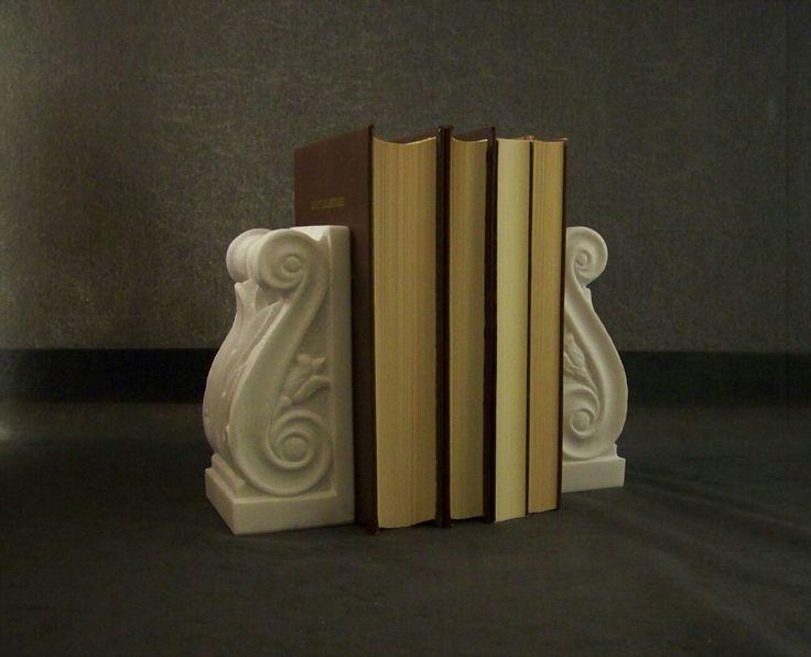 Marble bookends handmade by Marcos Armaos.  Βιβλιοστάτες φουρούσια από  μάρμαρο. Μαρμαρογλύπτης Αρμάος Μάρκος.