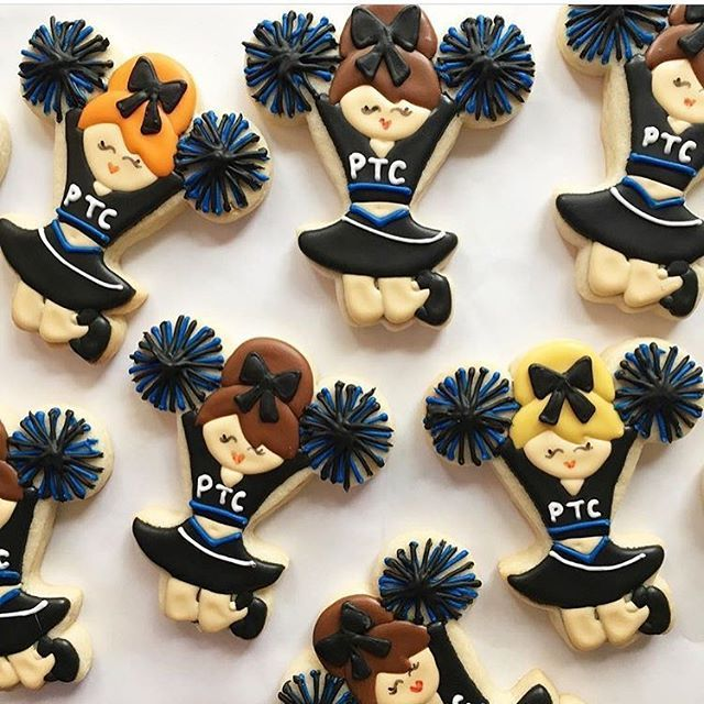 Sunday night football calls for cute cheer cookies from @shortbreadbakingco using her @kaleidacuts cheerleader cookie cutter!
