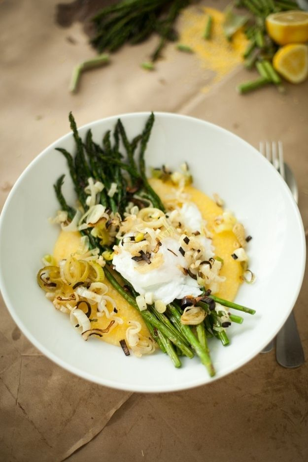 creamy grits + asparagus + poached egg