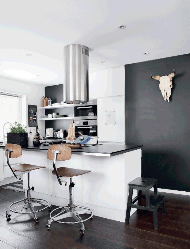 Home with black walls (via Bloglovin.com )